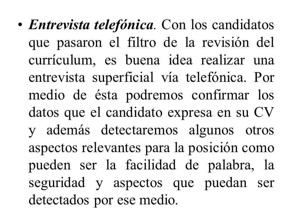 Entrevista telefónica. Con los candidatos que pasaron el filtro de la revisión del currículum, es buena idea realizar una entrevista superficial vía t