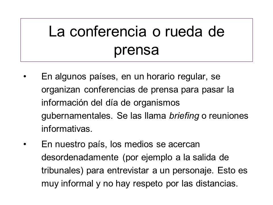 La conferencia o rueda de prensa En algunos países, en un horario regular, se organizan conferencias de prensa para pasar la información del día de or