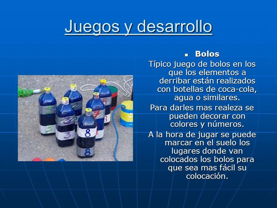 Juegos y desarrollo Bolos Bolos Típico juego de bolos en los que los elementos a derribar están realizados con botellas de coca-cola, agua o similares