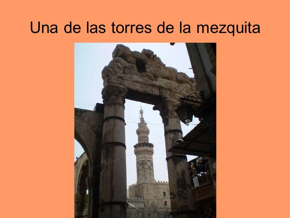 Una de las torres de la mezquita
