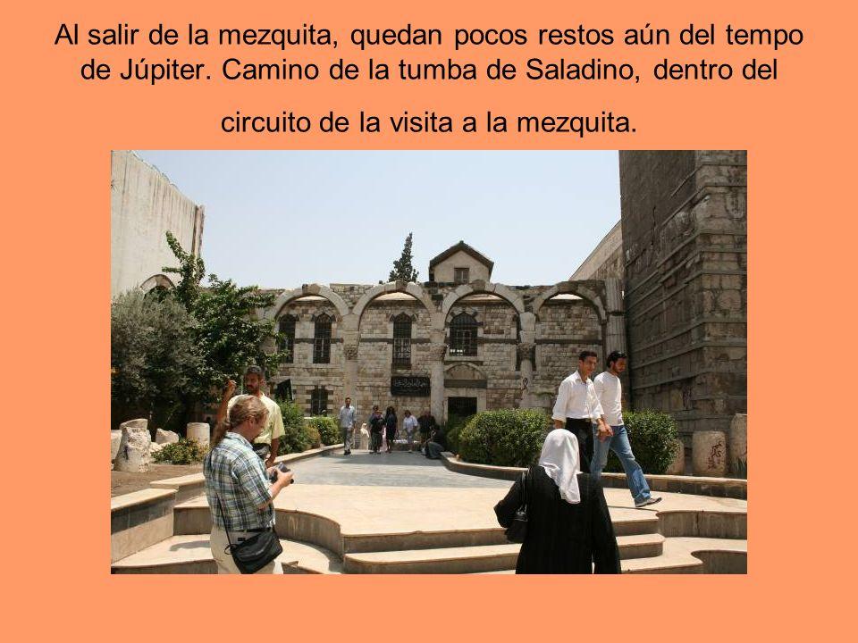 Al salir de la mezquita, quedan pocos restos aún del tempo de Júpiter. Camino de la tumba de Saladino, dentro del circuito de la visita a la mezquita.