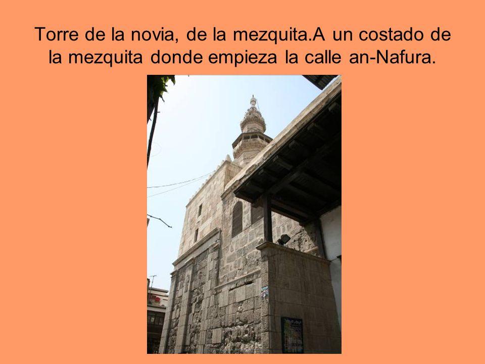 Torre de la novia, de la mezquita.A un costado de la mezquita donde empieza la calle an-Nafura.