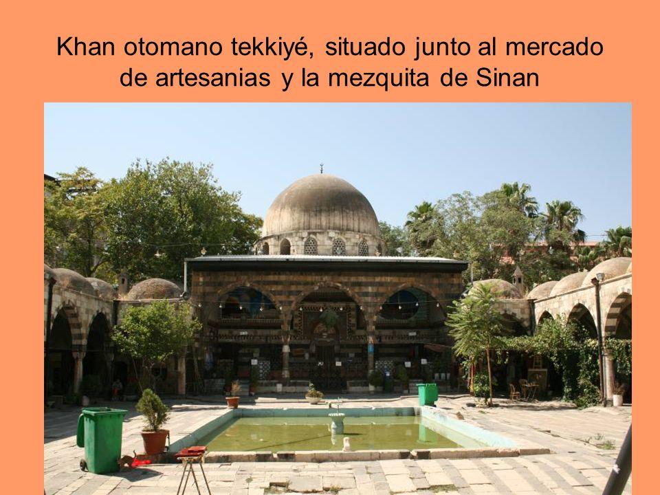 Khan otomano tekkiyé, situado junto al mercado de artesanias y la mezquita de Sinan