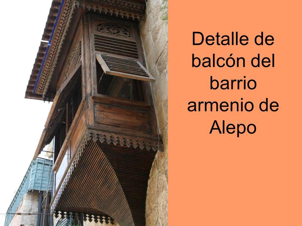 Detalle de balcón del barrio armenio de Alepo