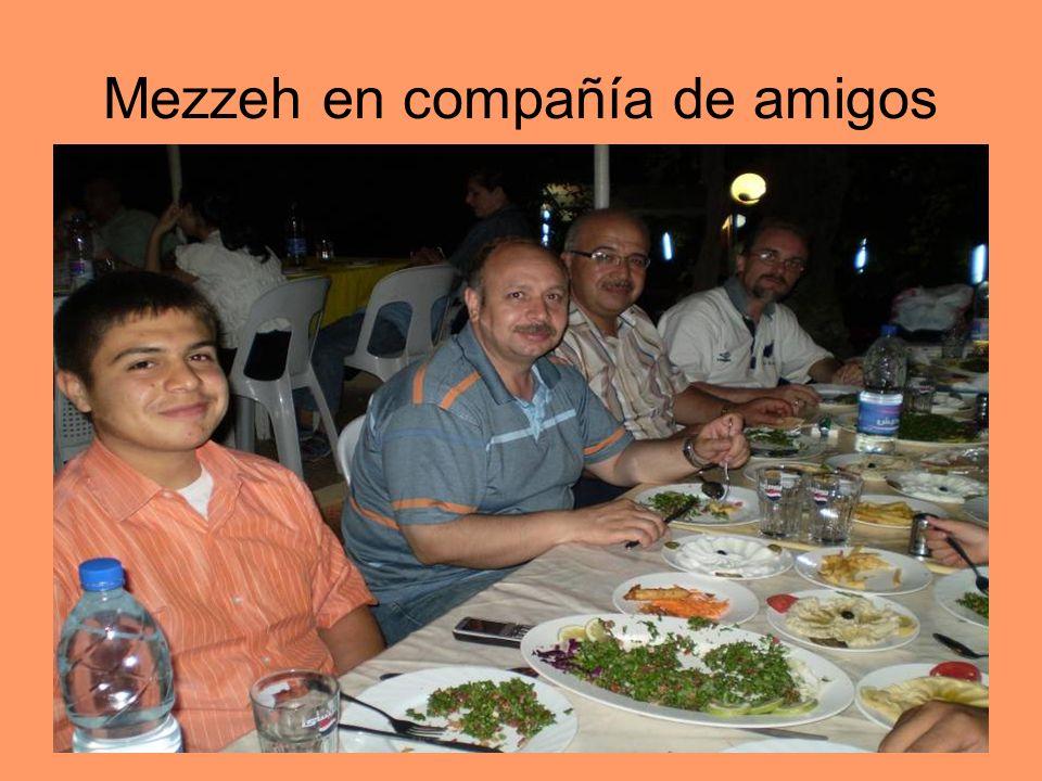 Mezzeh en compañía de amigos