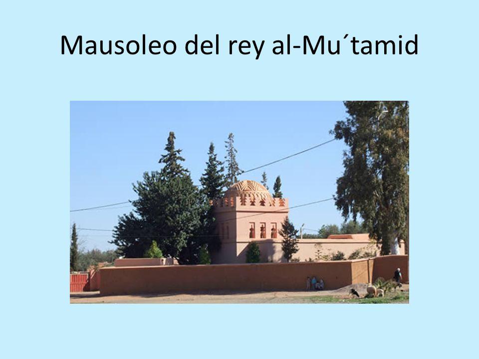 Detalles de decoración del mihrab de la mezquita de Tinmel
