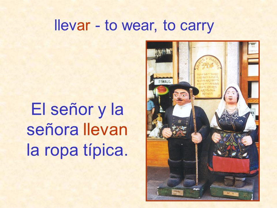 El señor y la señora llevan la ropa típica. llevar - to wear, to carry