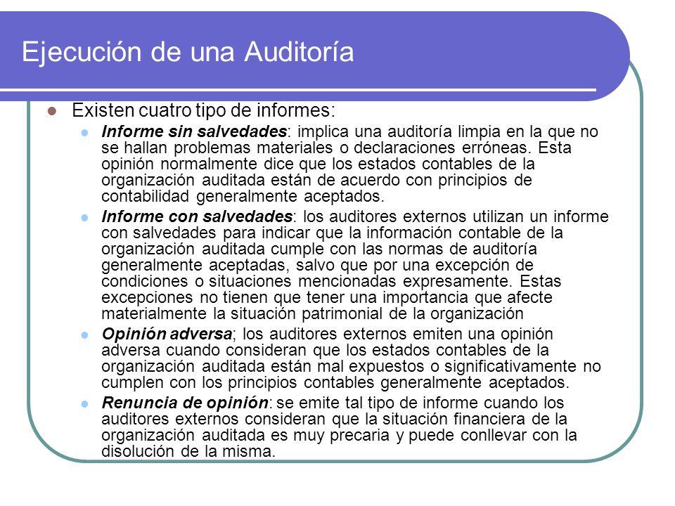 Ejecución de una Auditoría Existen cuatro tipo de informes: Informe sin salvedades: implica una auditoría limpia en la que no se hallan problemas materiales o declaraciones erróneas.