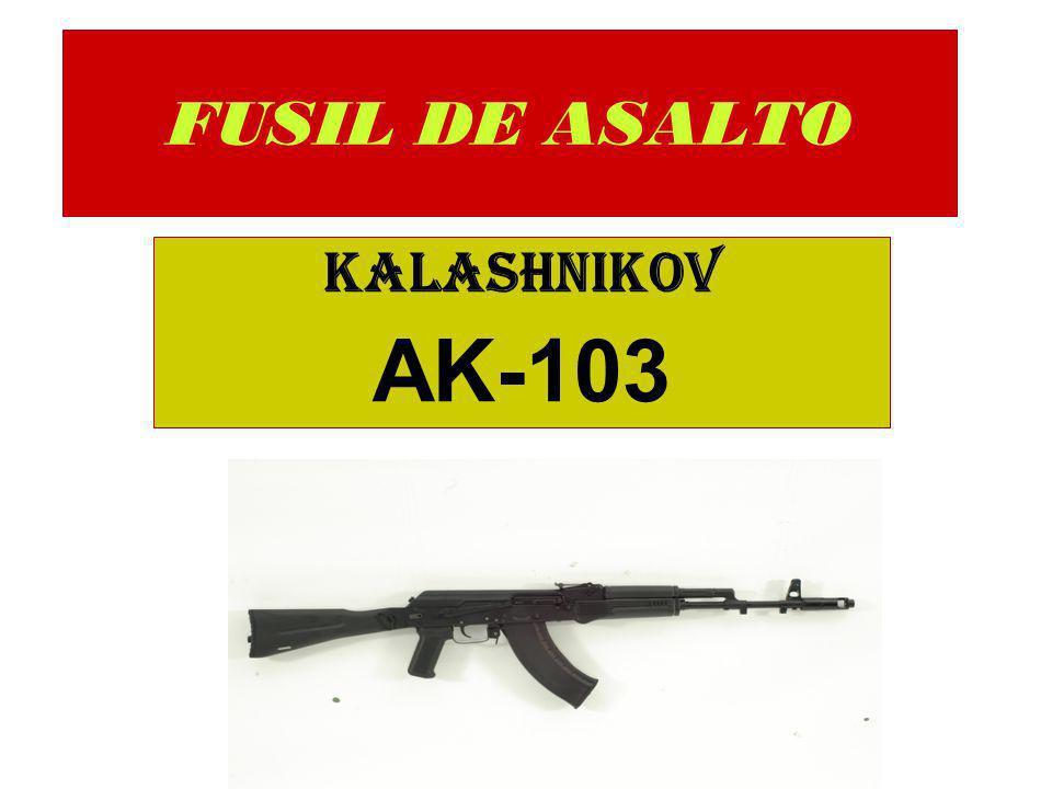 Funcionamiento El funcionamiento del fusil de asalto AK-103, esta basado en el principio de toma de gases en un punto del cañón, ya que durante el disparo, una parte de los gases entra a través del orificio ubicado en el zuncho, actuando sobre el pistón de los gases, impulsando la corredera con cerrojo hacia atrás, produciéndose de esta manera el desacerrojado, extracción, eyección de la vaina y armado del martillo.