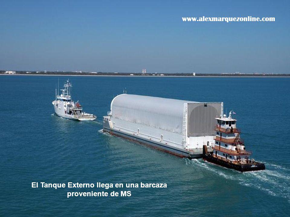 El Tanque Externo llega en una barcaza proveniente de MS www.alexmarquezonline.com
