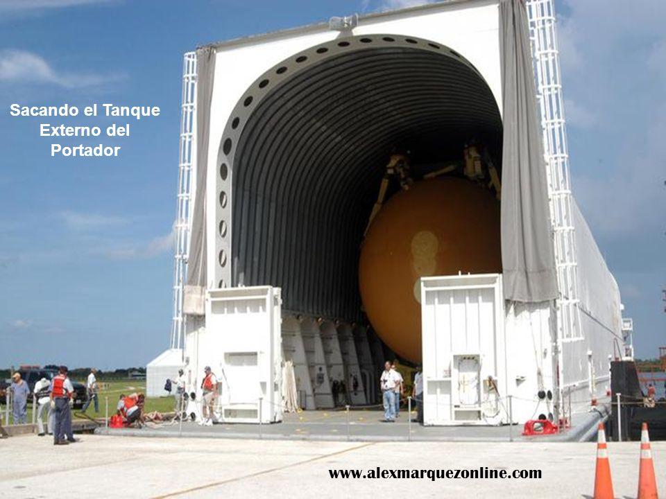 Sacando el Tanque Externo del Portador www.alexmarquezonline.com