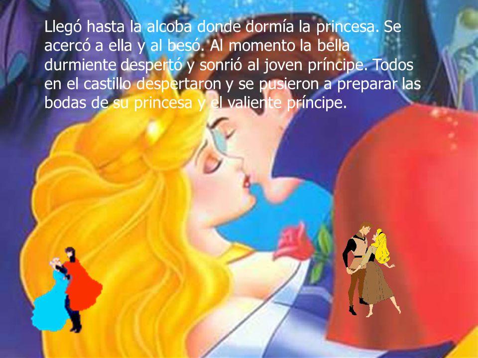 Llegó hasta la alcoba donde dormía la princesa. Se acercó a ella y al besó. Al momento la bella durmiente despertó y sonrió al joven príncipe. Todos e