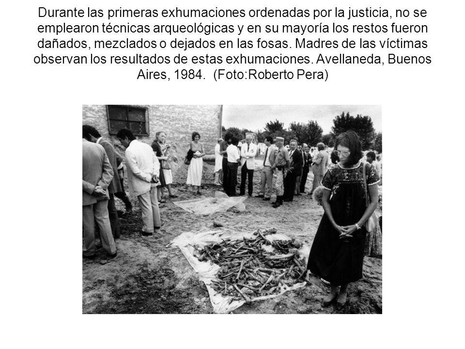 Durante las primeras exhumaciones ordenadas por la justicia, no se emplearon técnicas arqueológicas y en su mayoría los restos fueron dañados, mezclad