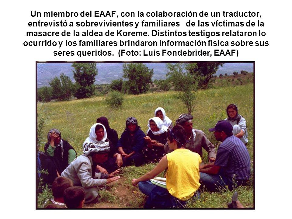 Un miembro del EAAF, con la colaboración de un traductor, entrevistó a sobrevivientes y familiares de las víctimas de la masacre de la aldea de Koreme