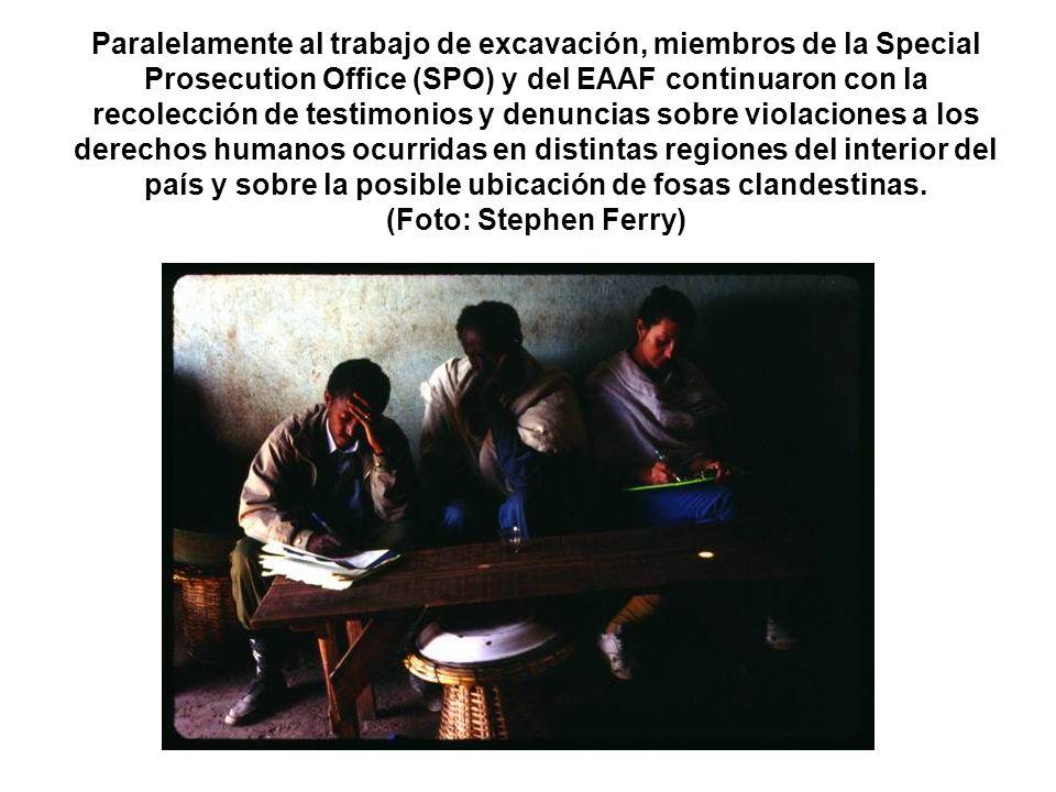 Paralelamente al trabajo de excavación, miembros de la Special Prosecution Office (SPO) y del EAAF continuaron con la recolección de testimonios y den
