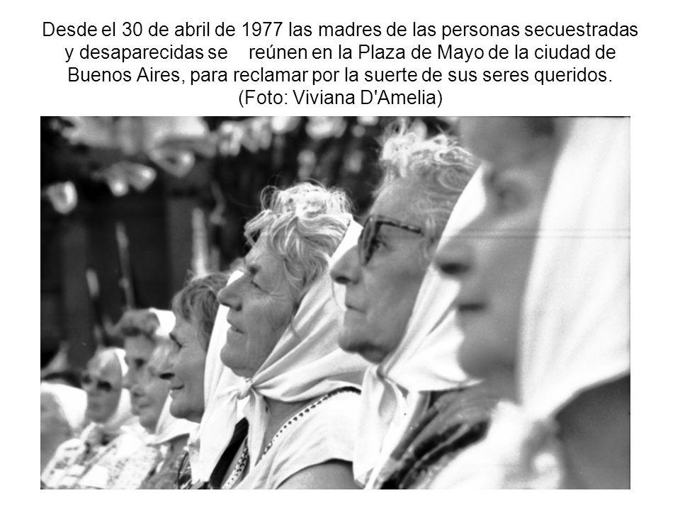Desde el 30 de abril de 1977 las madres de las personas secuestradas y desaparecidas se reúnen en la Plaza de Mayo de la ciudad de Buenos Aires, para