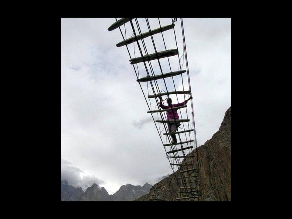 Puente colgante en India
