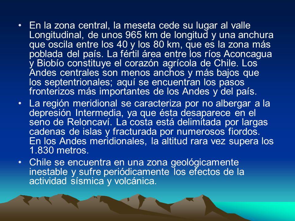 La cordillera de los Andes es más ancha en la región septentrional, en donde se encuentran amplios macizos y numerosas montañas con altitudes superior