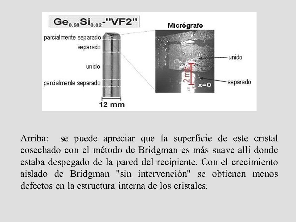 Arriba: se puede apreciar que la superficie de este cristal cosechado con el método de Bridgman es más suave allí donde estaba despegado de la pared d