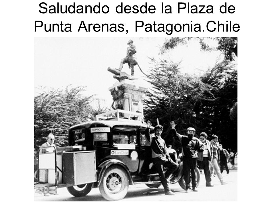 Saludando desde la Plaza de Punta Arenas, Patagonia.Chile