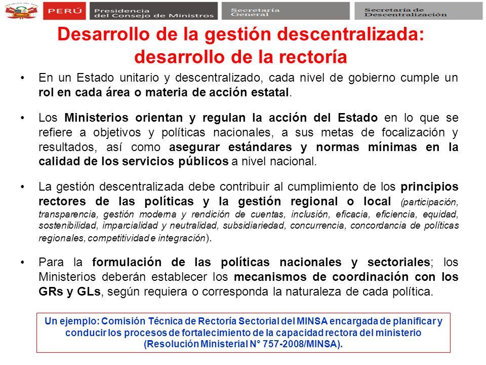 En un Estado unitario y descentralizado, cada nivel de gobierno cumple un rol en cada área o materia de acción estatal. Los Ministerios orientan y reg