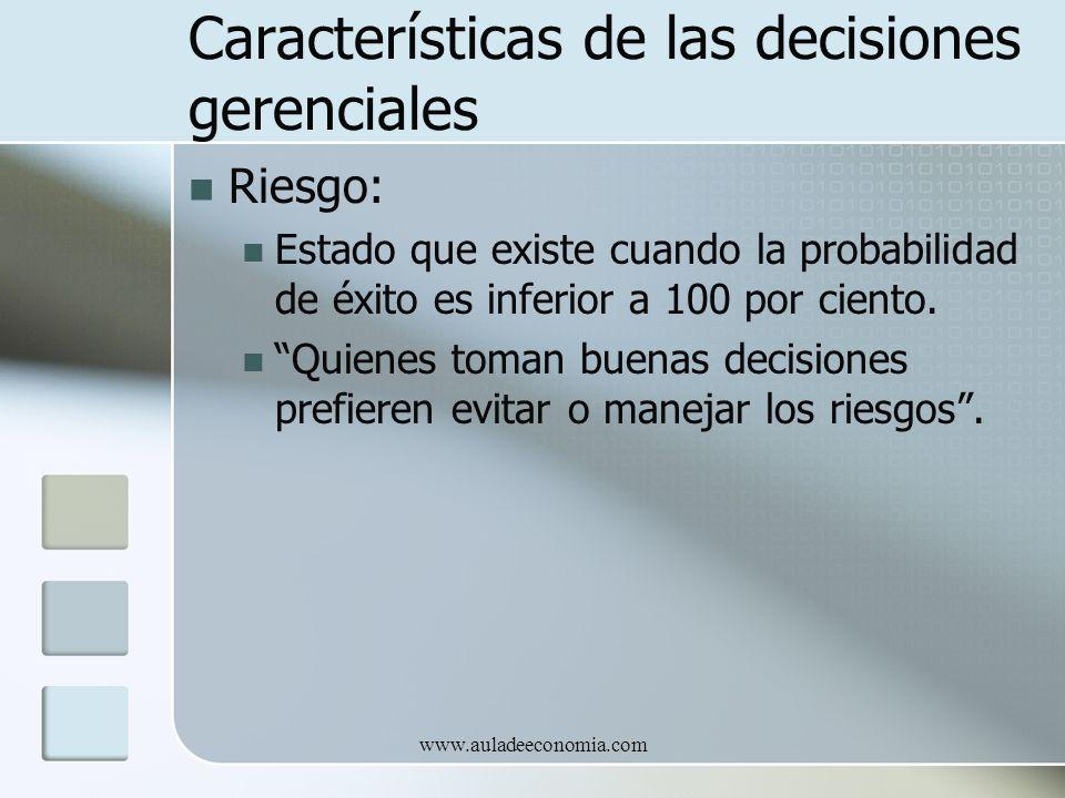 www.auladeeconomia.com Características de las decisiones gerenciales Riesgo: Estado que existe cuando la probabilidad de éxito es inferior a 100 por c