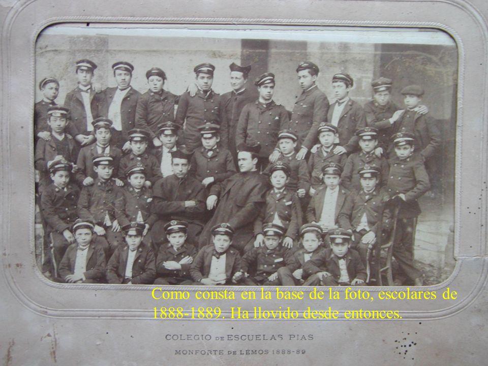 Como consta en la base de la foto, escolares de 1888-1889. Ha llovido desde entonces.