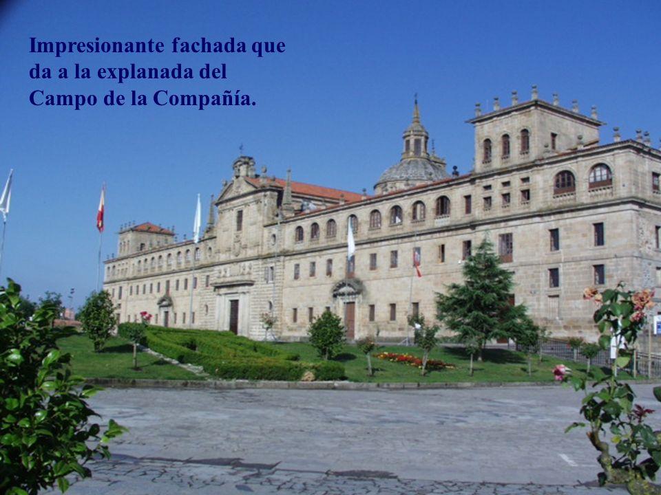 Impresionante fachada que da a la explanada del Campo de la Compañía.