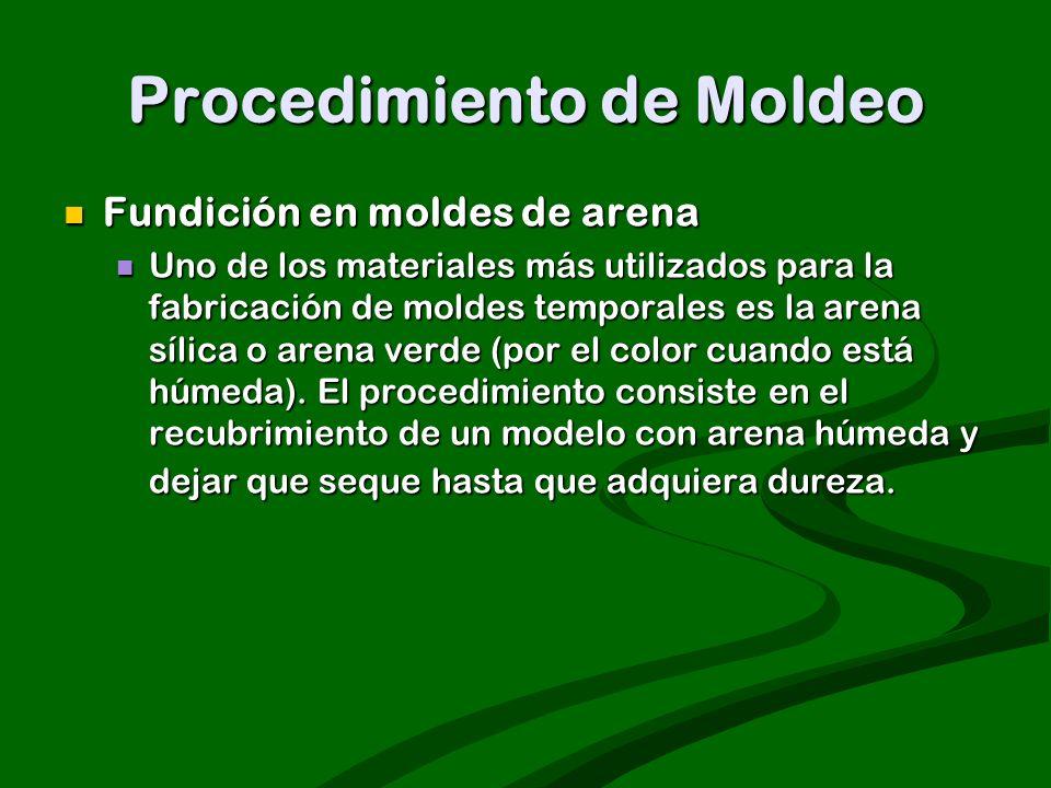 Procedimiento de Moldeo Fundición en moldes de arena Fundición en moldes de arena Uno de los materiales más utilizados para la fabricación de moldes t