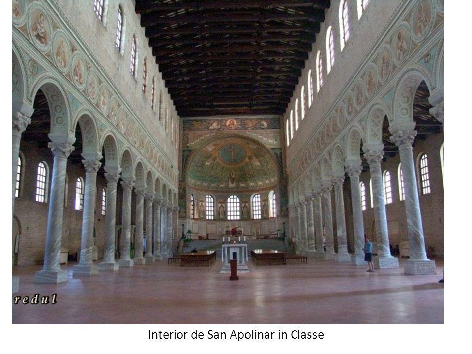 Interior de San Apolinar in Classe