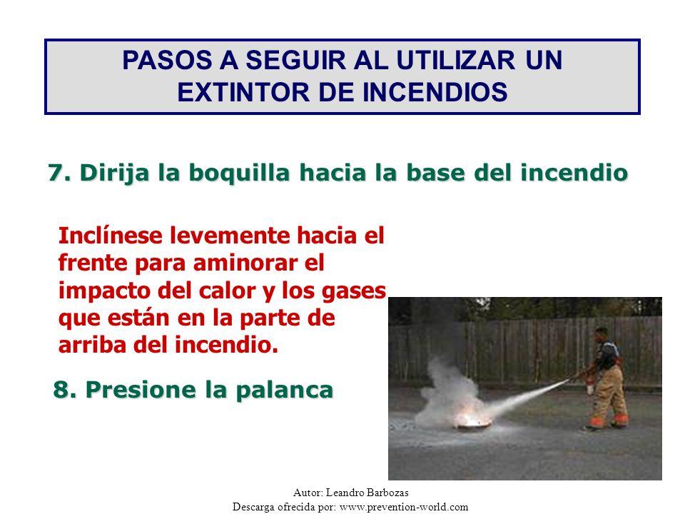 Autor: Leandro Barbozas Descarga ofrecida por: www.prevention-world.com PASOS A SEGUIR AL UTILIZAR UN EXTINTOR DE INCENDIOS 7. Dirija la boquilla haci