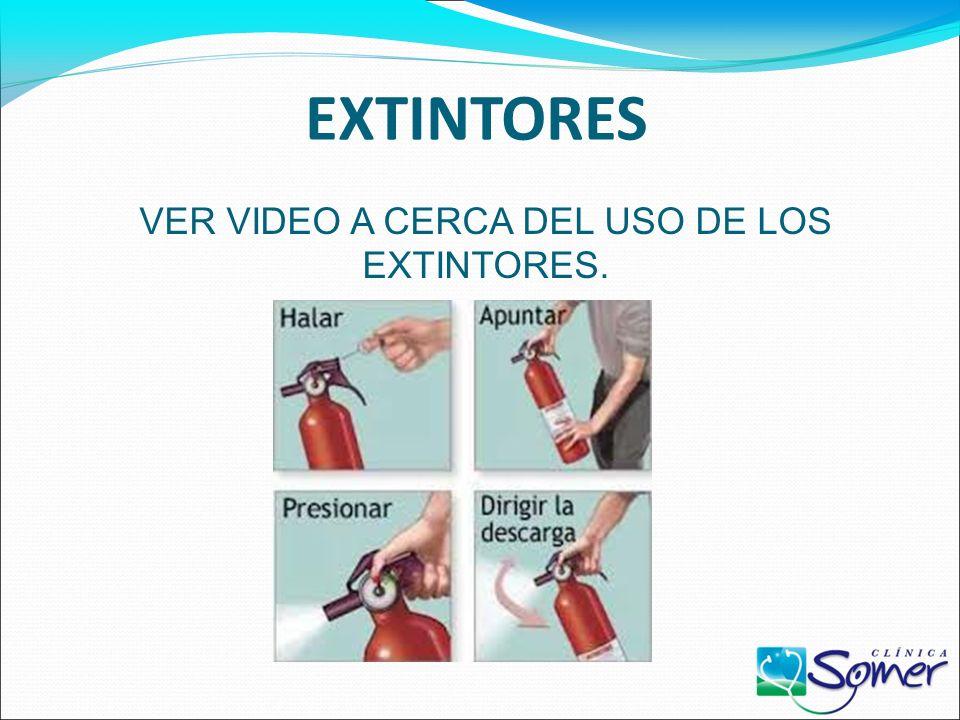TIPOS DE EXTINTORES EXTINTOR DE FUEGOS CLASE K: sirve para combatir fuegos en grasas y aceites de cocinar como mantecas vegetales. Su agente extinguid