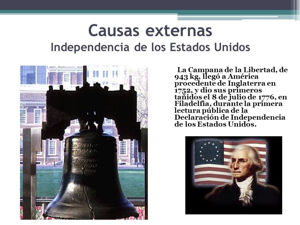 La Campana de la Libertad, de 943 kg, llegó a América procedente de Inglaterra en 1752, y dio sus primeros tañidos el 8 de julio de 1776, en Filadelfi
