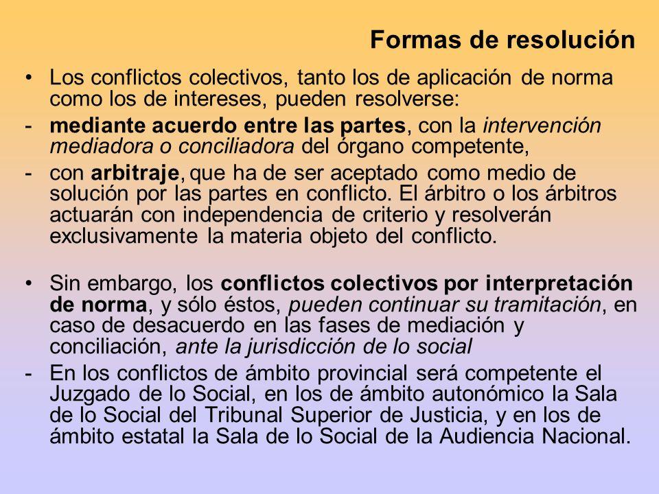 Formas de resolución Los conflictos colectivos, tanto los de aplicación de norma como los de intereses, pueden resolverse: -mediante acuerdo entre las