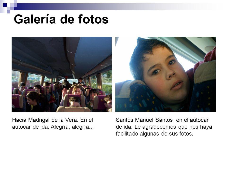 Galería de fotos Hacia Madrigal de la Vera. En el autocar de ida. Alegría, alegría... Santos Manuel Santos en el autocar de ida. Le agradecemos que no