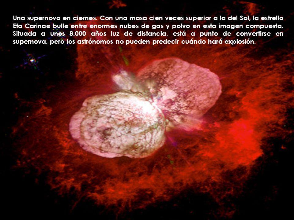 Una supernova en ciernes. Con una masa cien veces superior a la del Sol, la estrella Eta Carinae bulle entre enormes nubes de gas y polvo en esta imag