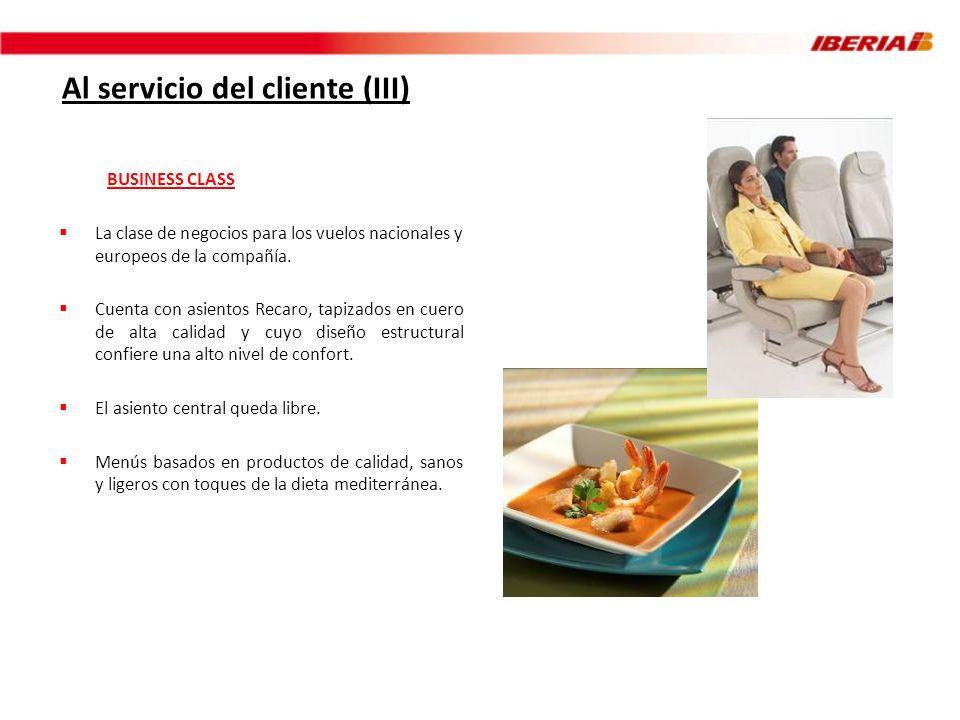 Al servicio del cliente (III) BUSINESS CLASS La clase de negocios para los vuelos nacionales y europeos de la compañía. Cuenta con asientos Recaro, ta