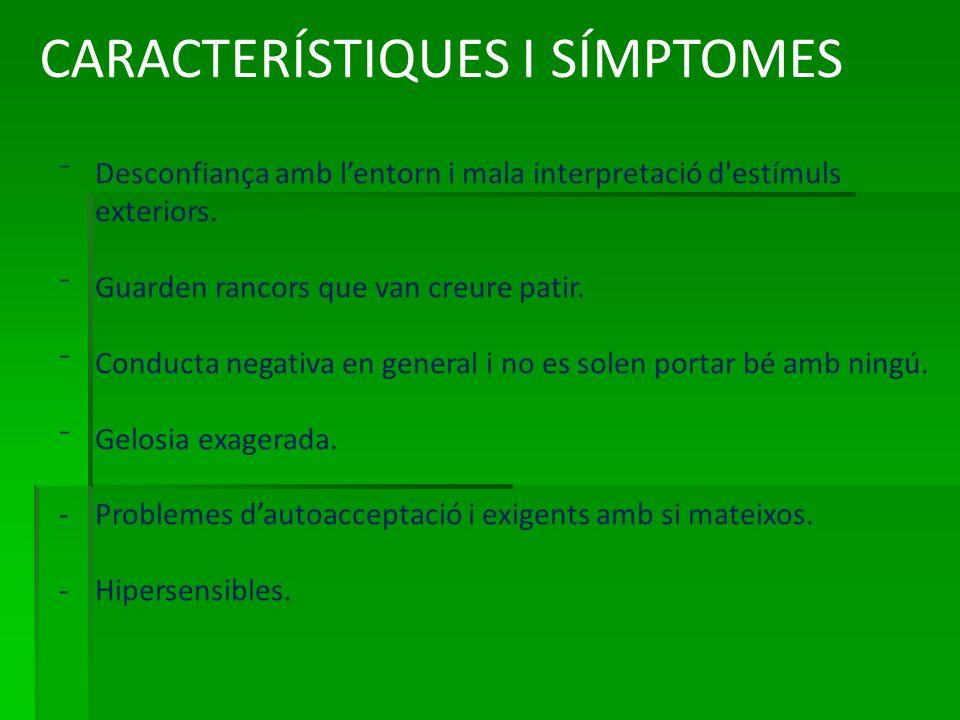 CARACTERÍSTIQUES I SÍMPTOMES Desconfiança amb lentorn i mala interpretació d estímuls exteriors.