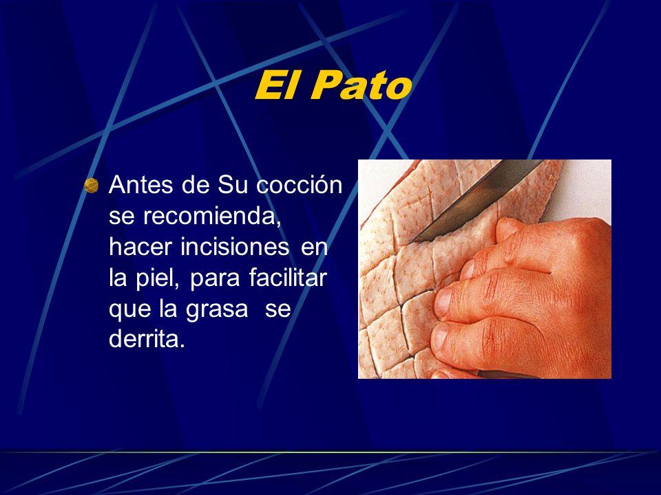 El Pato Antes de Su cocción se recomienda, hacer incisiones en la piel, para facilitar que la grasa se derrita.