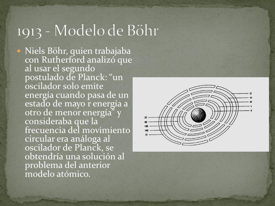 Niels Böhr, quien trabajaba con Rutherford analizó que al usar el segundo postulado de Planck: un oscilador solo emite energía cuando pasa de un estad