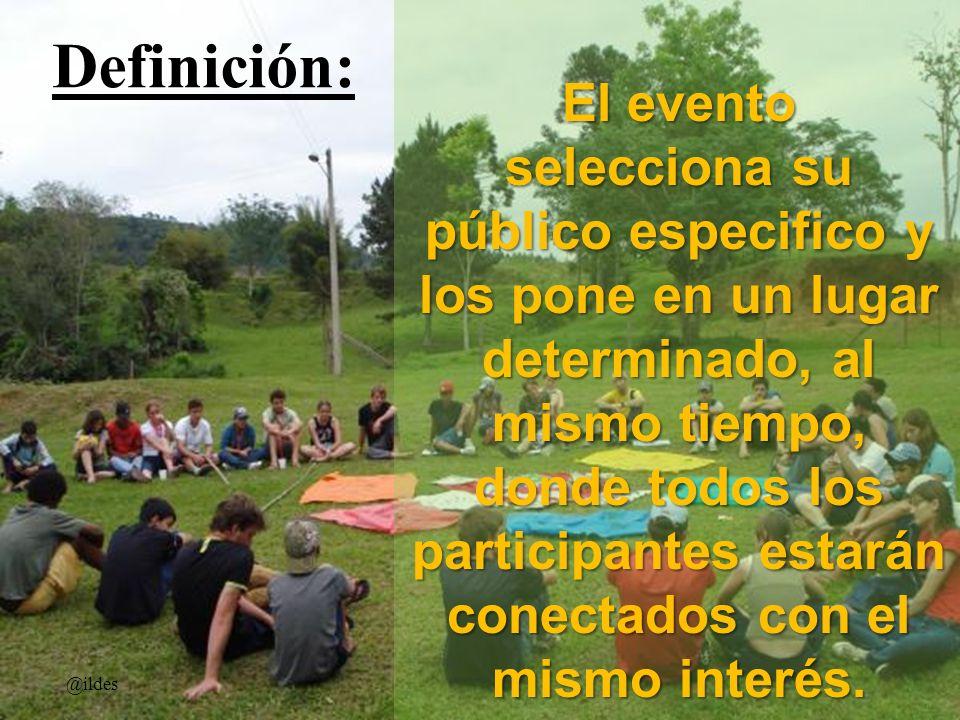El evento selecciona su público especifico y los pone en un lugar determinado, al mismo tiempo, donde todos los participantes estarán conectados con e
