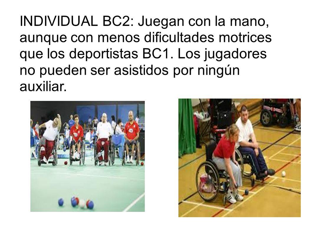 INDIVIDUAL BC2: Juegan con la mano, aunque con menos dificultades motrices que los deportistas BC1. Los jugadores no pueden ser asistidos por ningún a
