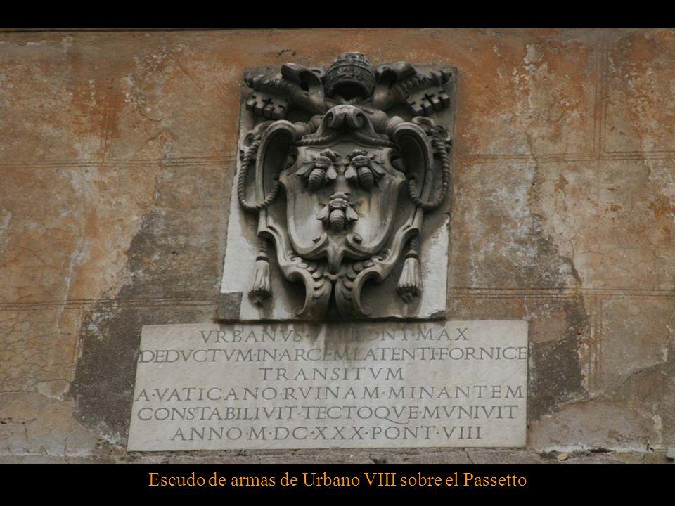 También Clemente VII, enfrentado a Carlos I, escapó a la seguridad del Castillo de SantAngelo a través de este pasaje, cuando las tropas del monarca s