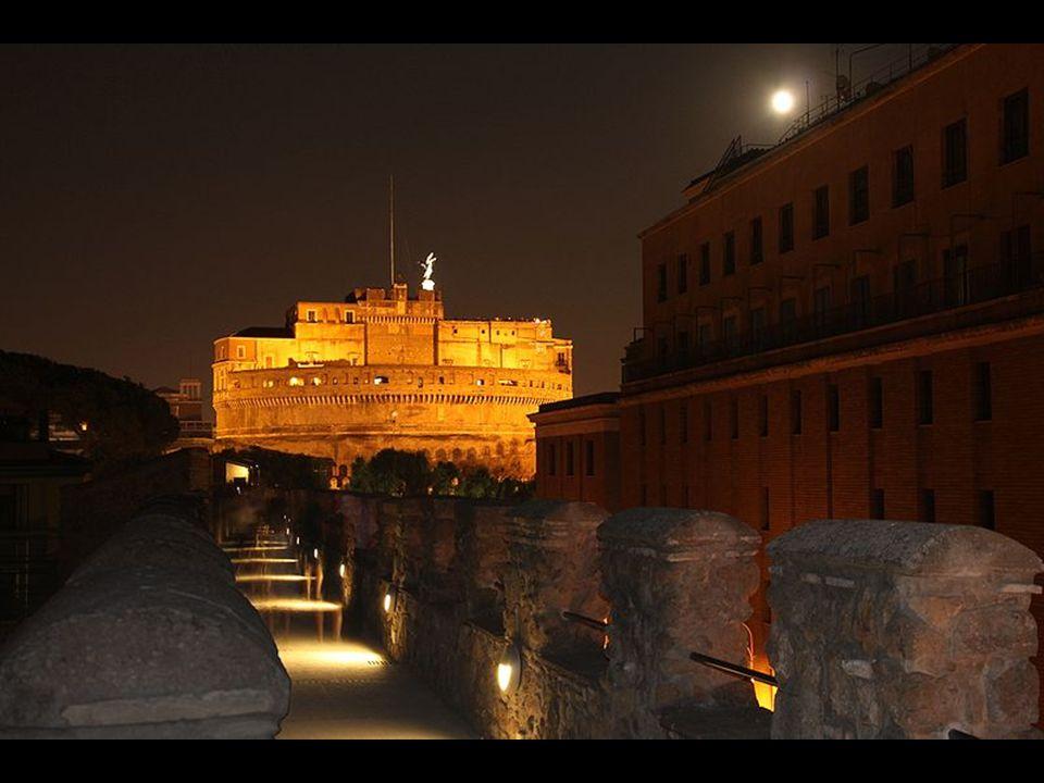 Por encima del Passetto, o Corridoio, di Borgo por la noche