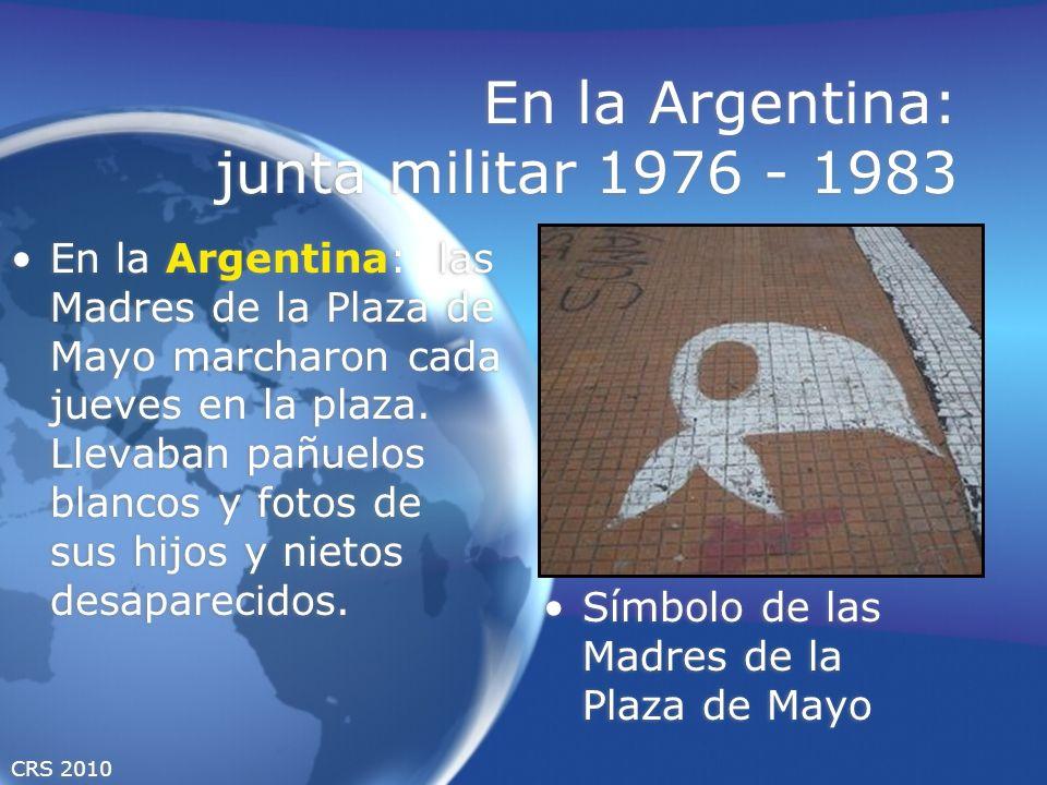 CRS 2010 En la Argentina: junta militar 1976 - 1983 En la Argentina: las Madres de la Plaza de Mayo marcharon cada jueves en la plaza. Llevaban pañuel