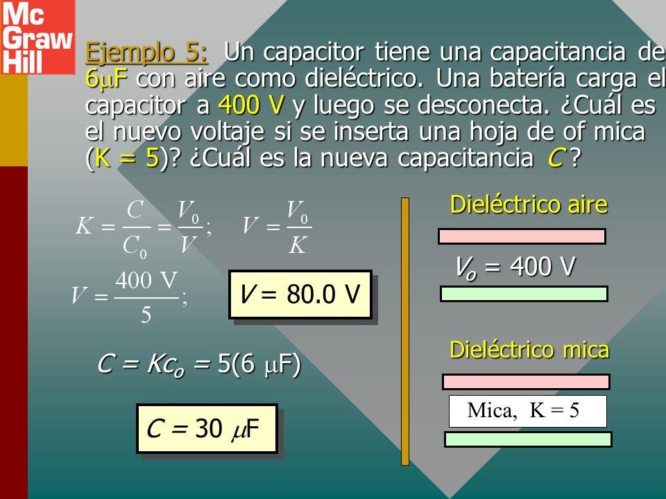Ejemplo 4 (Cont.): Encuentre el campo E entre las placas. Recuerde Q = 2.22 C; V = 200 V. 44.25 x 10 -12 C/Nm 2 44.25 x 10 -12 C/Nm 2 E = 100 N/C Dado