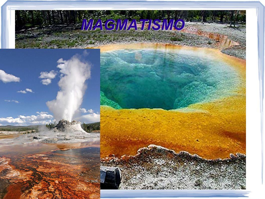 El magma El magma es una mezcla de materiales rocosos fundidos total o parcialmente, en cuyo seno se encuentran gases disueltos y cristales de minerales en suspensión Elementos más abundantes (98 %): Si, O, Al, Ca, Na, K, Mg y Fe Los gases provienen de gases originales contenidos en la mezcla, de nuevos gases formados por reacciones químicas o de la evaporación de agua Los gases están retenidos en la mezcla debido a las altas presiones a las que está el magma en el interior del planeta, pero se liberan cuando el magma sale al exterior Los minerales funden a diferentes temperaturas, por eso, según la temperatura a la que esté el magma, algunos estarán fundidos y otros no