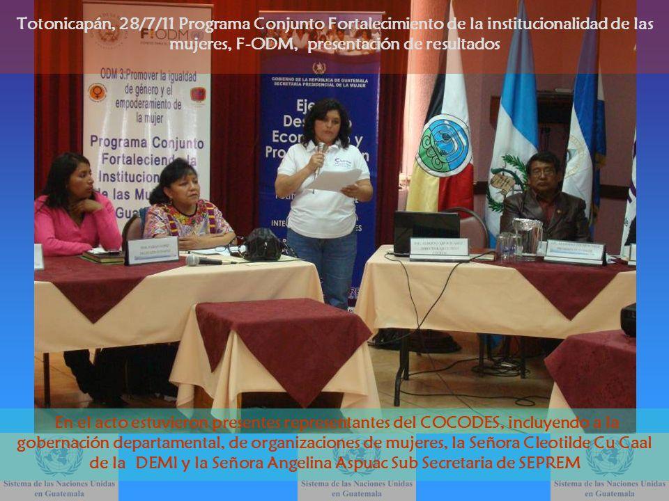 Se entregaron unas cajas decoradas con elementos propios de la identidad cultural de la región, elaboradas en Totonicapán, adentro de las mismas se encontraba un CD con algunas publicaciones del Programa Totonicapán, 28/7/11 Programa Conjunto Fortalecimiento de la institucionalidad de las mujeres, F-ODM, presentación de resultados