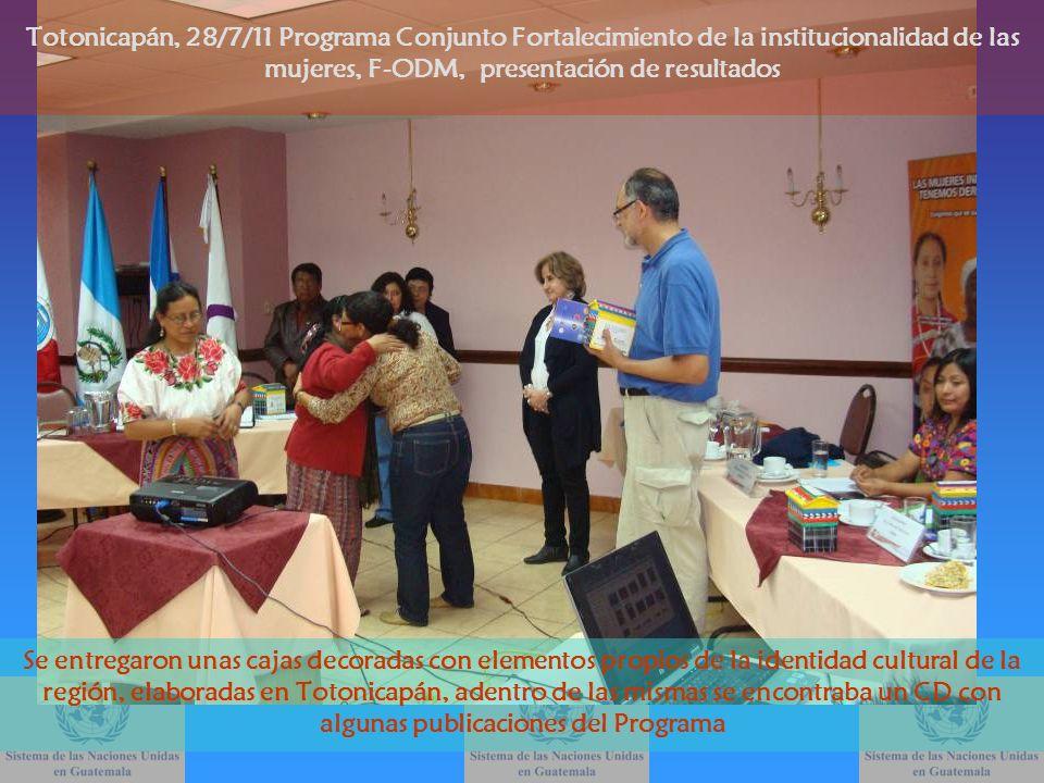 Se entregaron unas cajas decoradas con elementos propios de la identidad cultural de la región, elaboradas en Totonicapán, adentro de las mismas se en