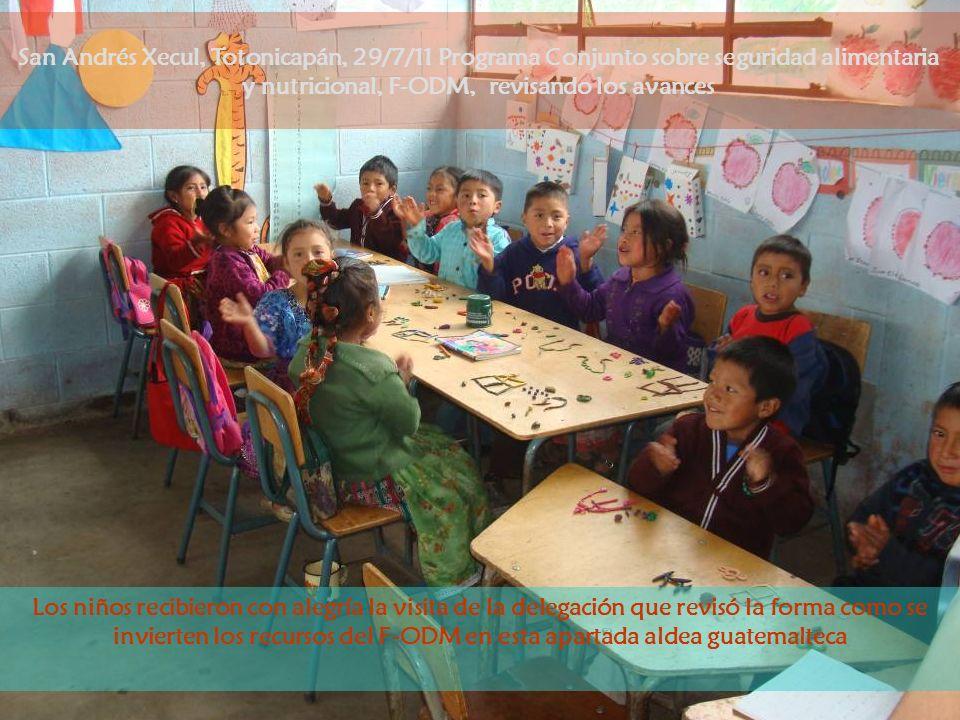 Los niños esperan que el momento de su refacción llegue, la escuela es un lugar en el que además de aprender reciben nutrientes para prevenir problemas de salud en su crecimiento San Andrés Xecul, Totonicapán, 29/7/11 Programa Conjunto sobre seguridad alimentaria y nutricional, F-ODM, revisando los avances